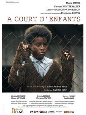 affiche du film A Court d'Enfants